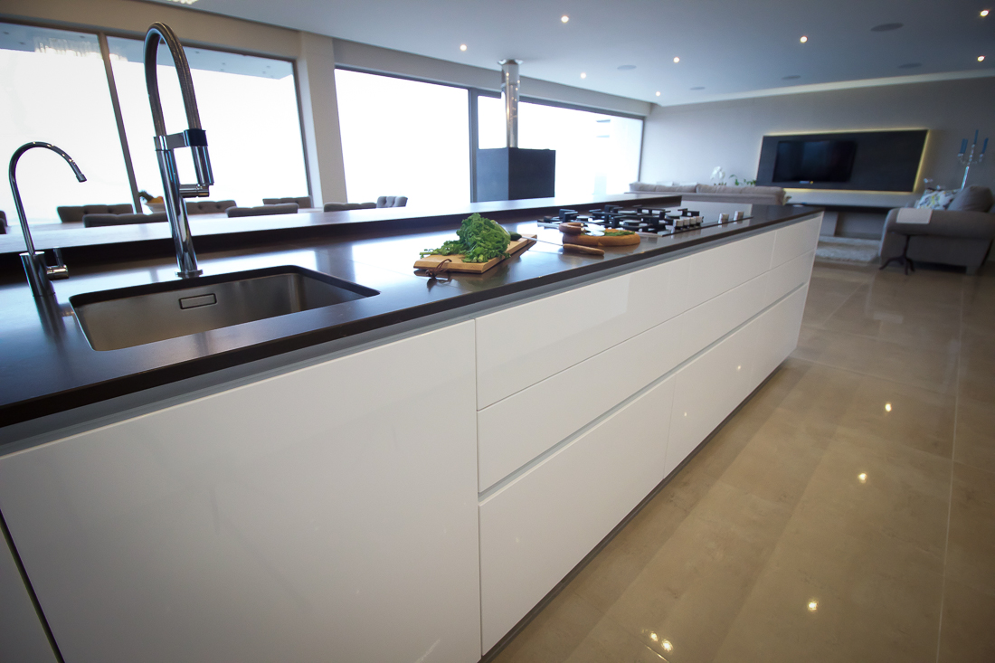 Soft close drawers, high gloss finishes and beautiful views make this kitchen a home chef's dream!