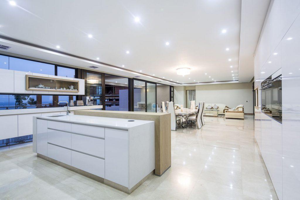 White_Shimmer_Caesarstone_best_Kitchen_island_trend
