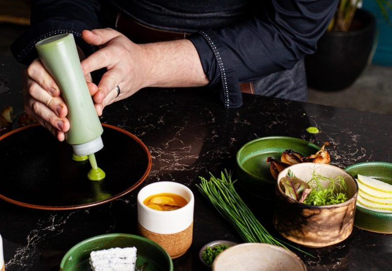 Caesarstone_Vanilla_Noir_Kitchen_countertop_Matt_Manning_Chef
